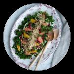 Kålsalat med granatæble og dukkah, opskrift
