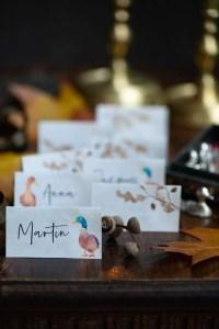 Bordkort til MOrtensaften med ænder og egeblade