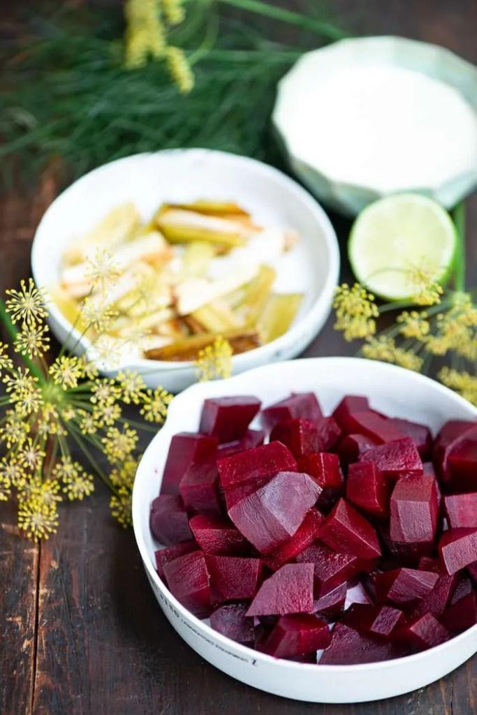 Ingredienser til salat med rødbeder