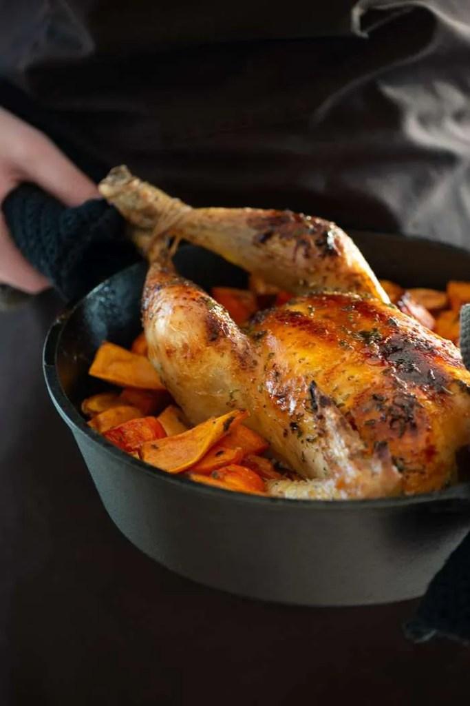 Opskrift på helstegt kylling med ahornsirup og søde kartofler