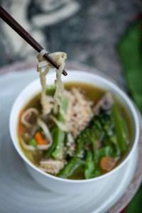 Suppe med nudler