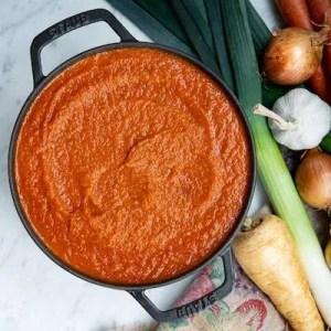 Den færdige tomatsovs er klar til lasagne