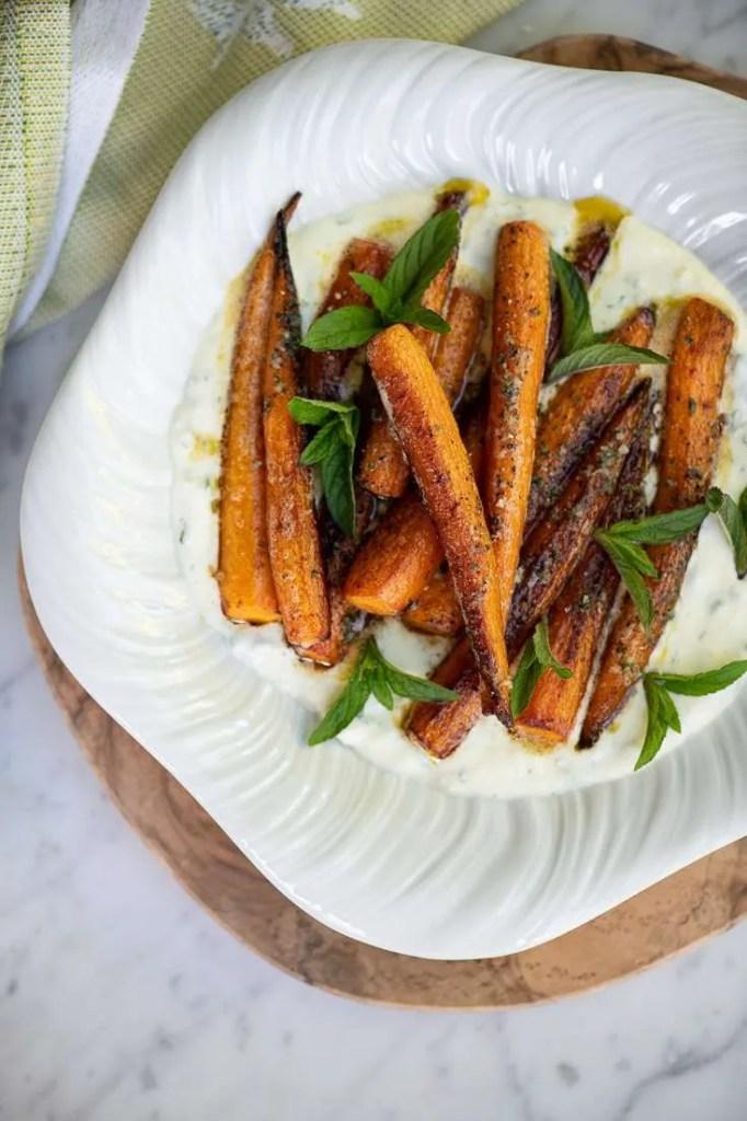 Smørstegte gulerødder med fetacream og mynte