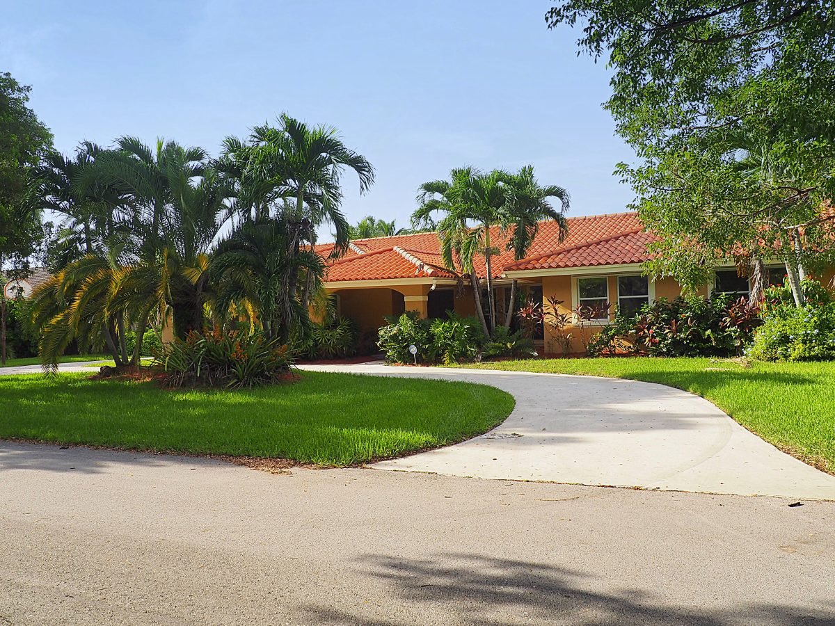 10445 SW 122 ST Kendall FL $630,000 (SOLD)