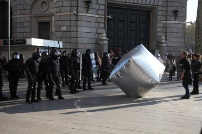 Inflatable cobblestone, azione del collettivo, Eclectic Electric.