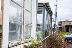 Fenster_am_Bahnhof_06