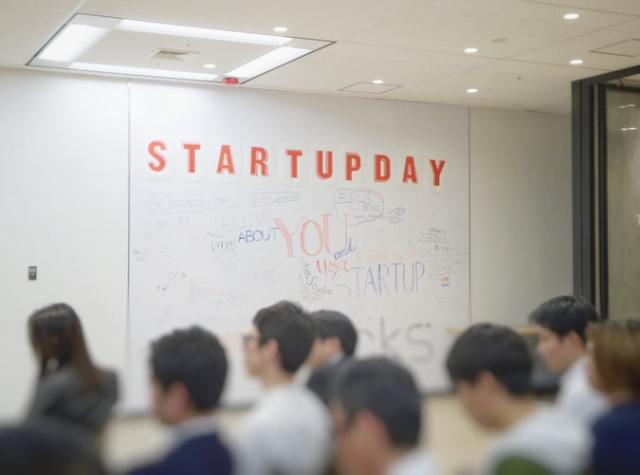 techie startup founder sell product online