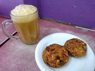 Teh tarik and vadai