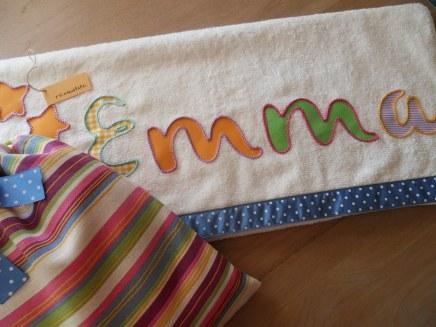 conjunto de toalla y mochila