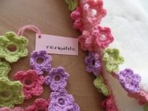 detalle de las flores que rodean todo el contorno de la manta