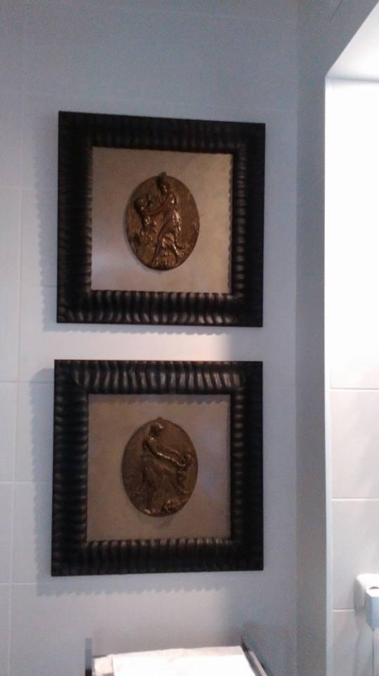 Bronces antiguos enmarcados
