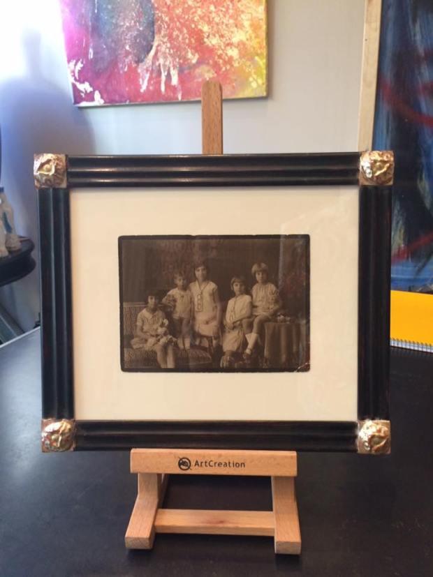 Fotos antiguas. Con el marco adecuado quedan con mucho encanto.   #arte #cuadros #Zaragoza #enmarcaciones #decoracion #MarisaCervantes #marcos