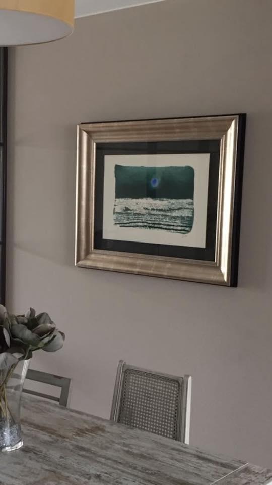 Un Beulas enmarcado en su ubicación final #arte #zaragoza #cuadros #decoracion #marcos #enmarcaciones #MarisaCervantes