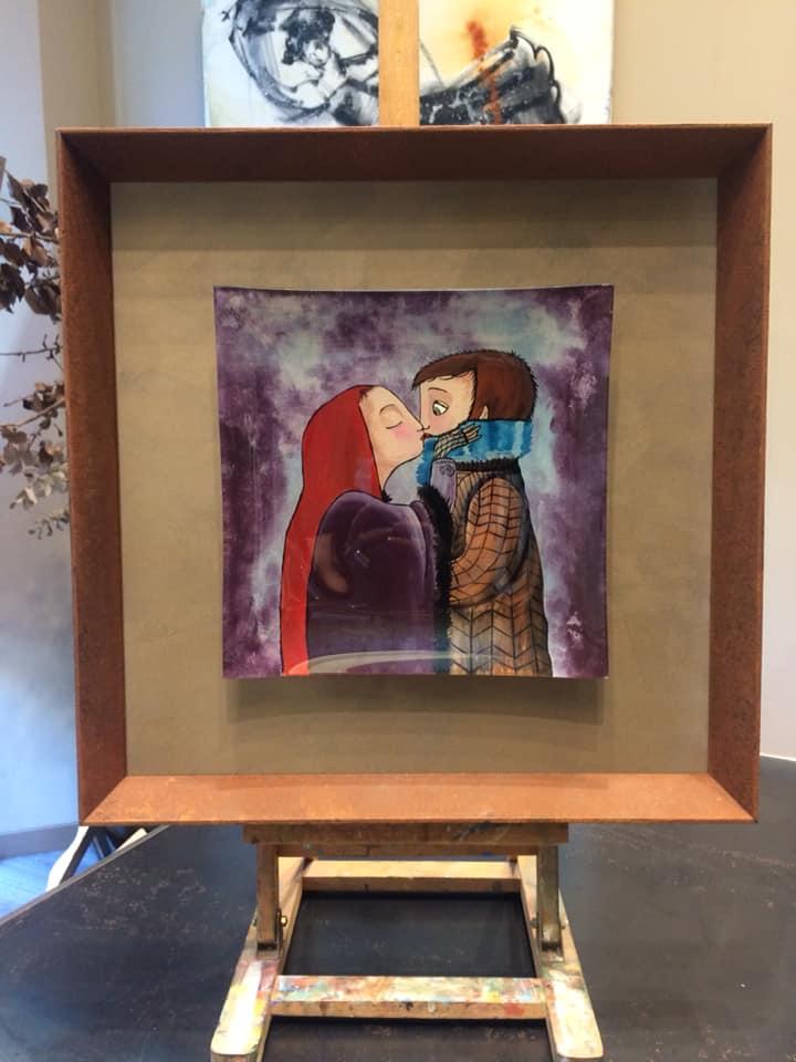 Plato de Cristal enmarcado. Un recuerdo, el resultado es una pieza con encanto #cuadros #arte #Zaragoza #MarisaCervantes #enmarcaciones #decoracion #marcos #beso