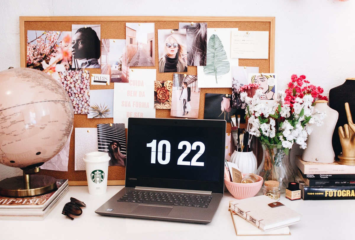 ultimate guide for becoming a freelance writer, desk with computer and photographs