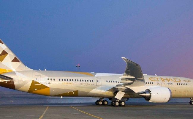 Etihad Airways Receives Its First Boeing 787 9 Dreamliner