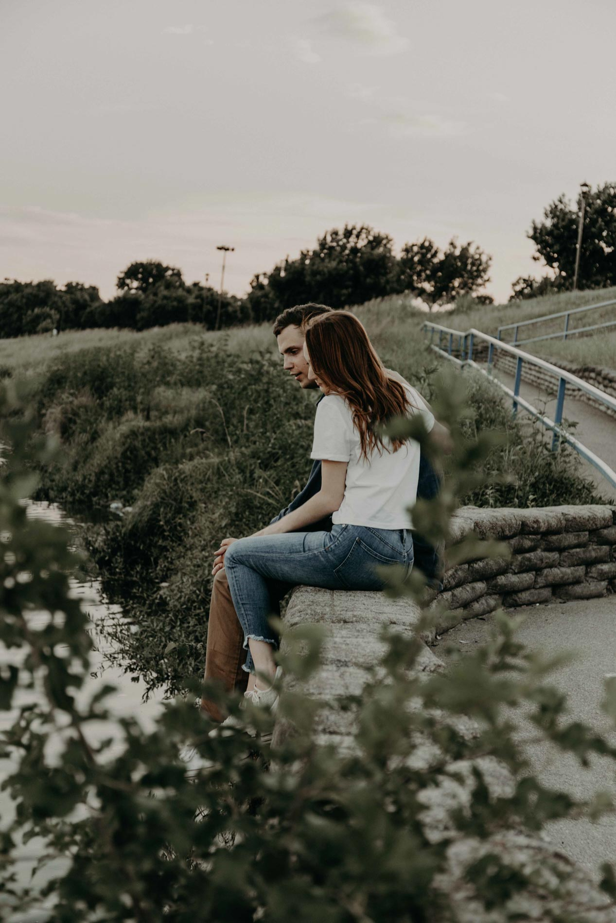 engagement photo of couple at trinity river