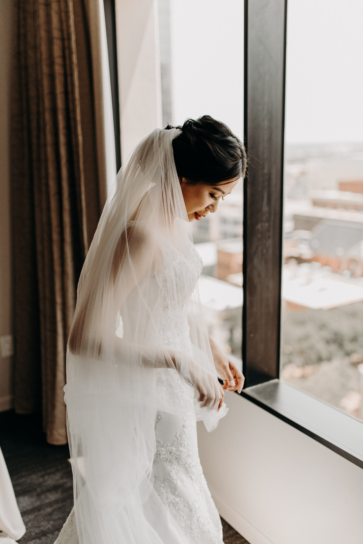bride getting ready downtown
