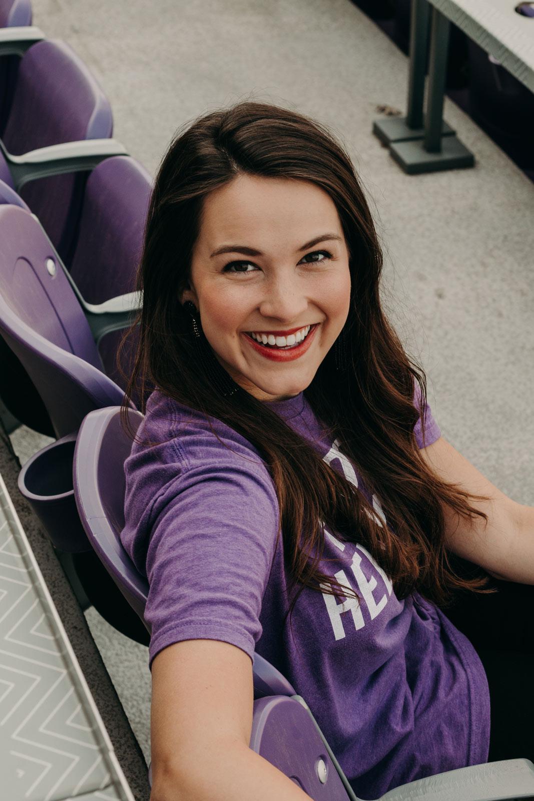 tcu photographer captures girl in stadium