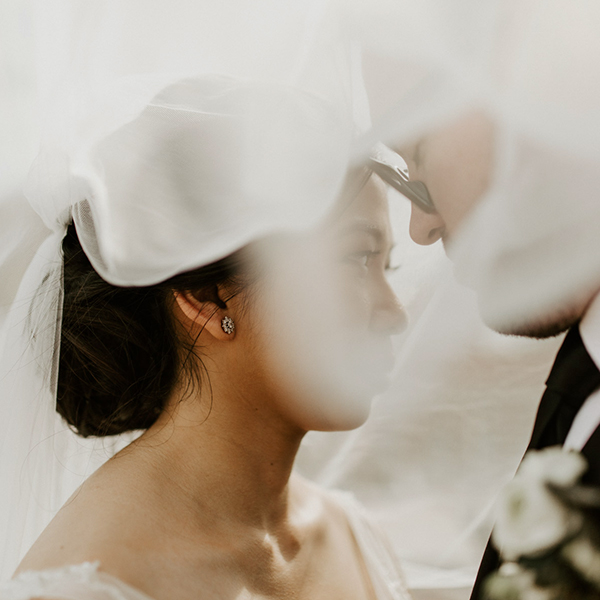 bride and grooms wedding day timeline for a veil photo romantic