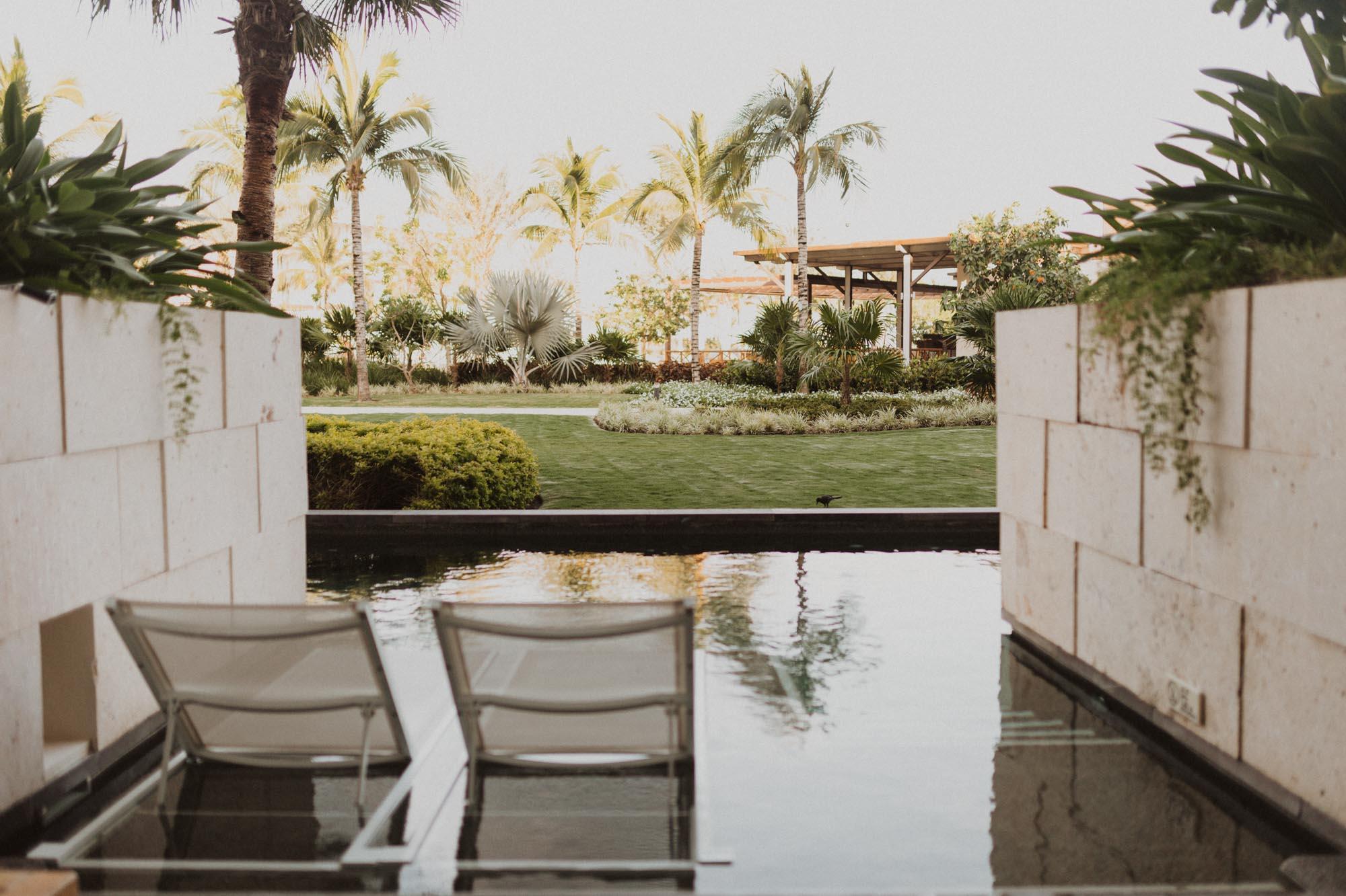 Honeymoon in Mexican resort hotel swim up pool