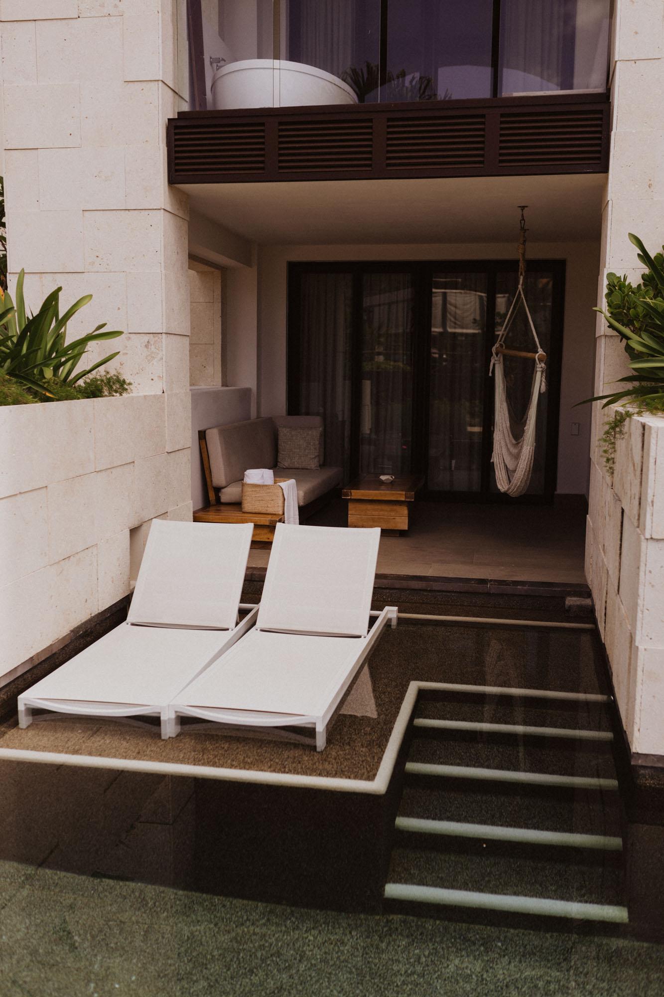 swim up honeymoon suites