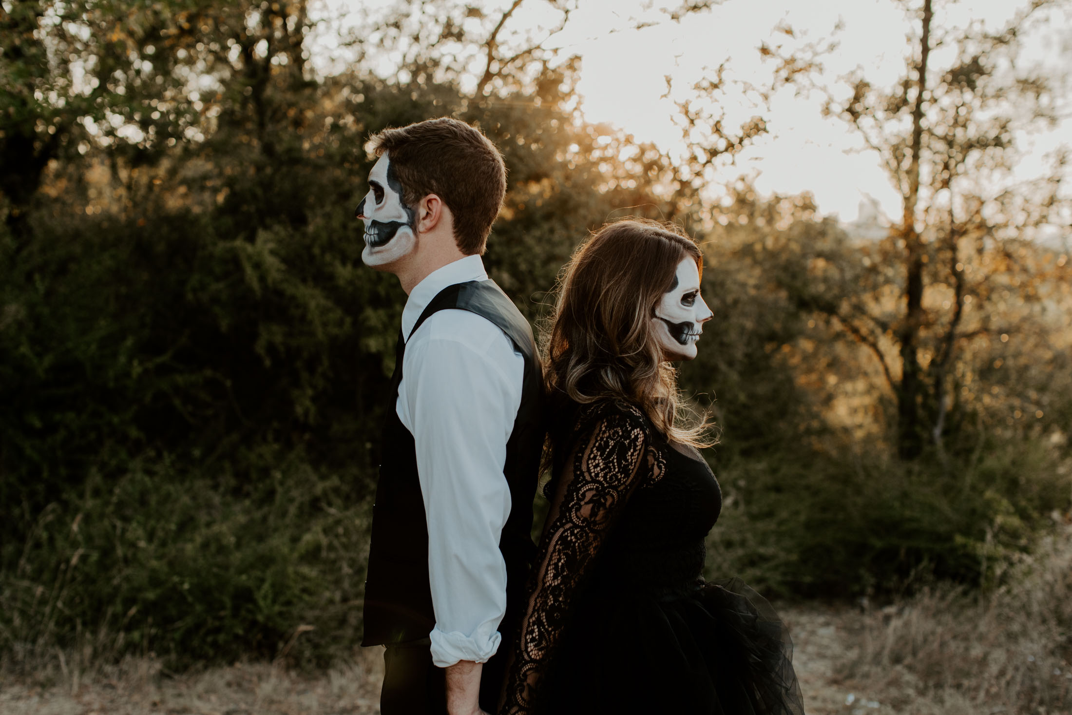 spooky halloween couple posing for a photo session