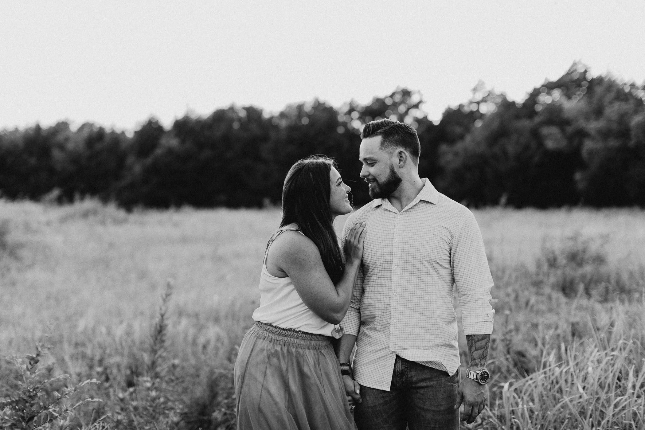 black and white of couple kissing in DFW