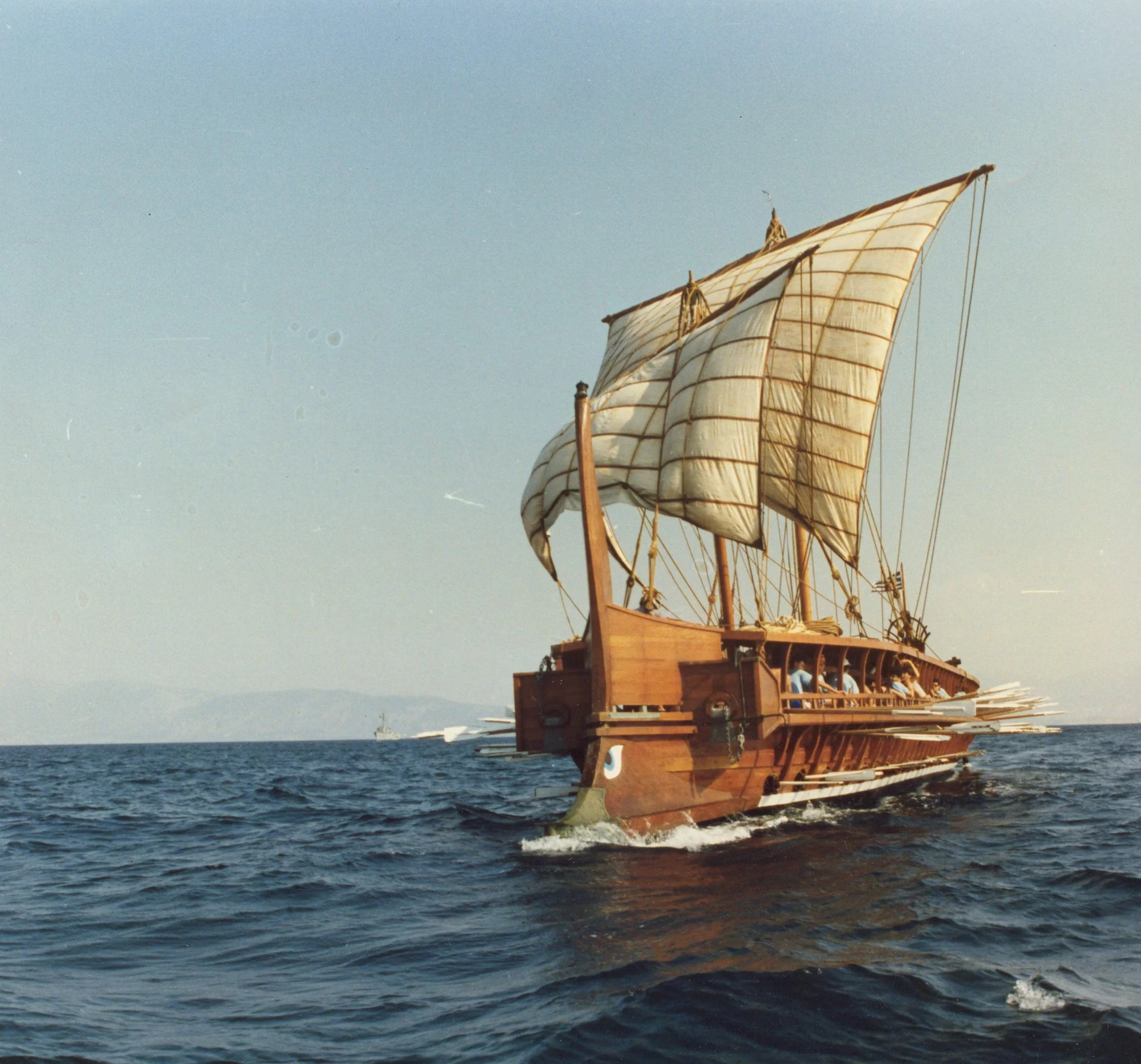 trireme olympias the reconstructed trireme  [ 2400 x 2239 Pixel ]