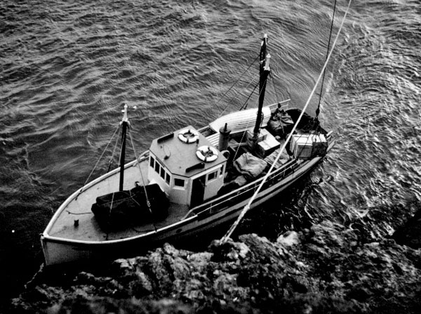 The skipper of the lighthouse tender had a challenging job keeping his vessel in position
