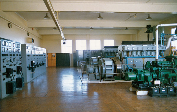 Two Mirrlees 8-cylinder engines (896bhp at 500rpm) driving 300kVA alternators, plus Lister Quick Start plant (green) which provided power to the North and South VHF link terminal stations and the transmission equipment within the station