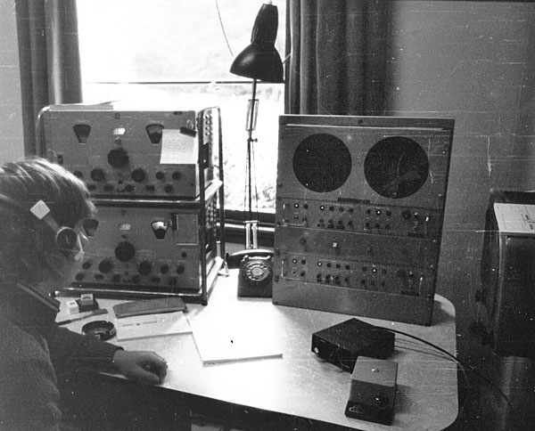 Paul Burke on 500kHz watch at Awarua Radio ZLB in the late 1970s