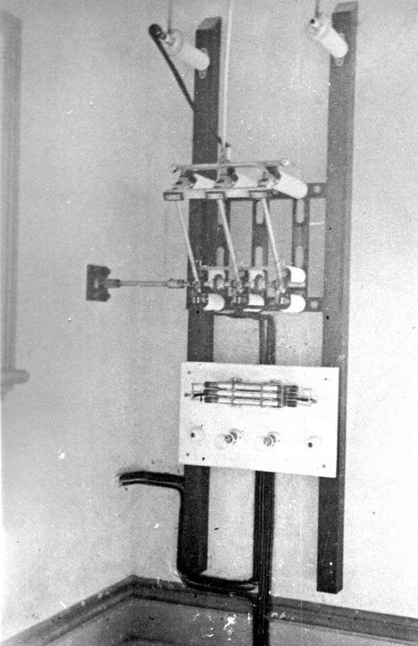The aerial switch in the HT room, which was controlled by a lever in the operating room via a rod passing through the wall.
