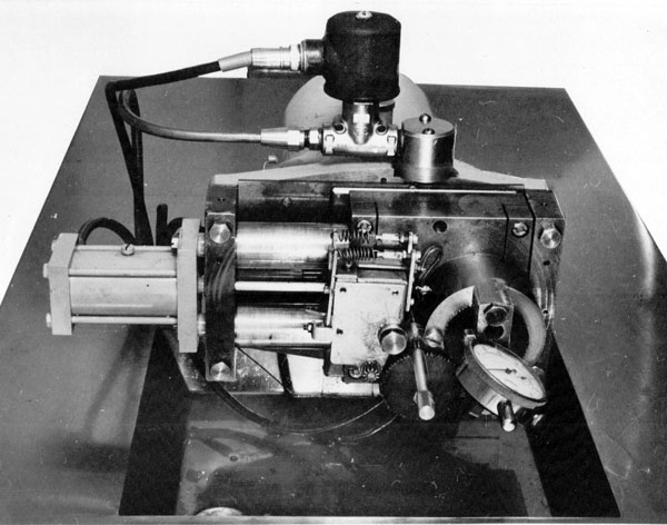 Carriage and index mechanism of grinding machine
