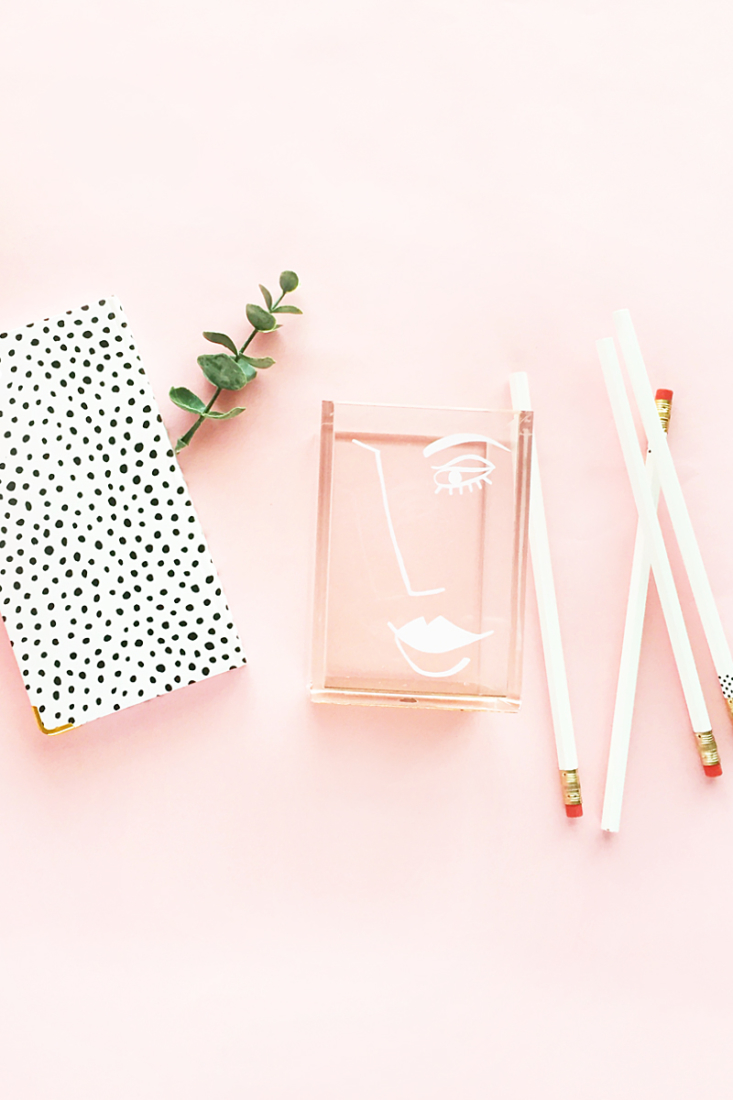 DIY Abstract Face Desk Accessory Cup - Maritza Lisa: Learn how to make this modern pencil and pen cup by drawing and then using vinyl! #diy #tutorial #craft #vinyl #stationery