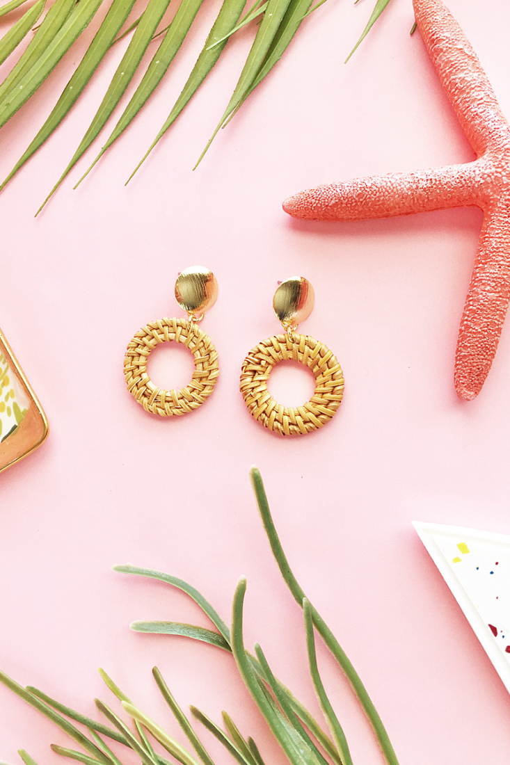 Easy DIY Rattan Hoop Earrings on Maritza Lisa - create your own modern rattan earrings with rattan in minutes! Click through for the full tutorial!