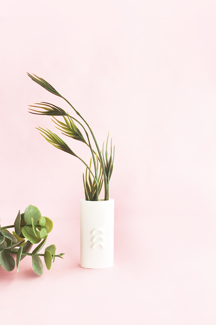 DIY 3D Printed Bud Vase tutorial on Maritza Lisa - Use the Silhouette Alta to create your own textured vase to add to your home decor!