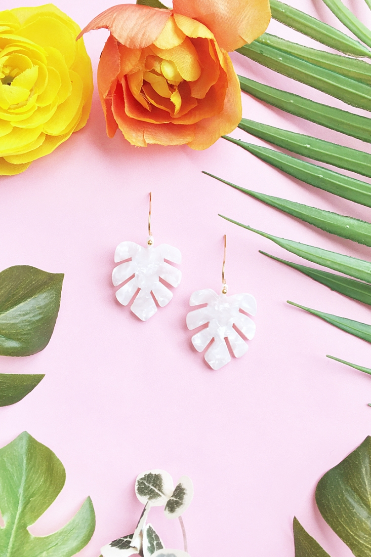 Click through for this quick and easy tutorial on how to make your own DIY Monstera Earrings in 4 easy steps! No tools needed! #diy #crafts #tutorials #jewelrydiy #diyearrings #earringsdiy