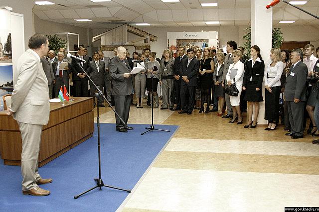 В.Ресин и П.Чернов открывают выставку
