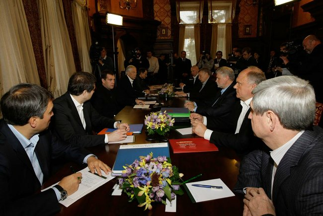 Встреча Дмитрия Медведева с руководителями политических партий, представленных в Государственной Думе. Фото: kremlin.ru