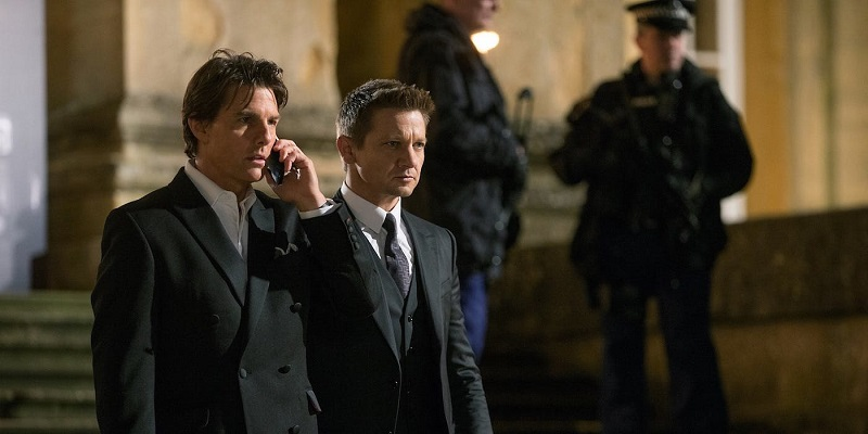 Renner dan Tom Cruise dalam Mission: Impossible - Fallout