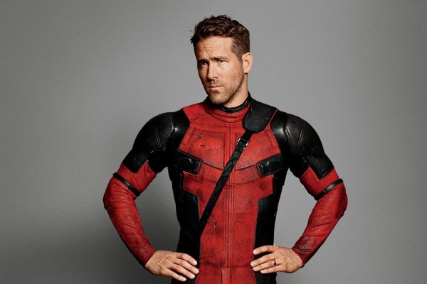 Ryan Renolds dalam kostum Deadpool