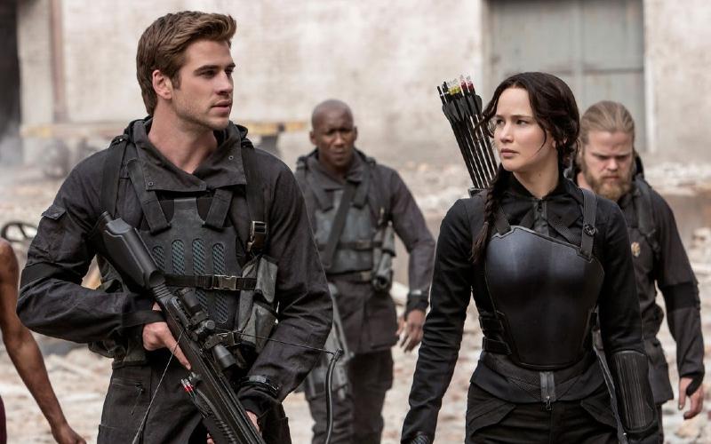 Jennifer Lawrance dan Liam Hemsworth di Hunger Games