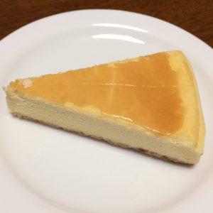 ニューヨークチーズケーキ皿の上