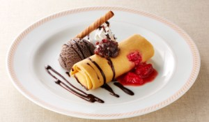 チョコと苺のダブルソースクレープ