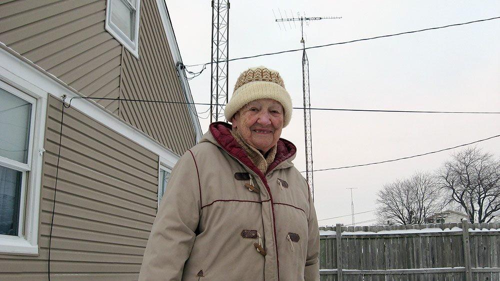 Digital TV antenna: Winegard HD 4400, with Mary Jean