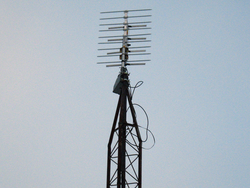 Digitial TV antenna: Winegard model HD-4400