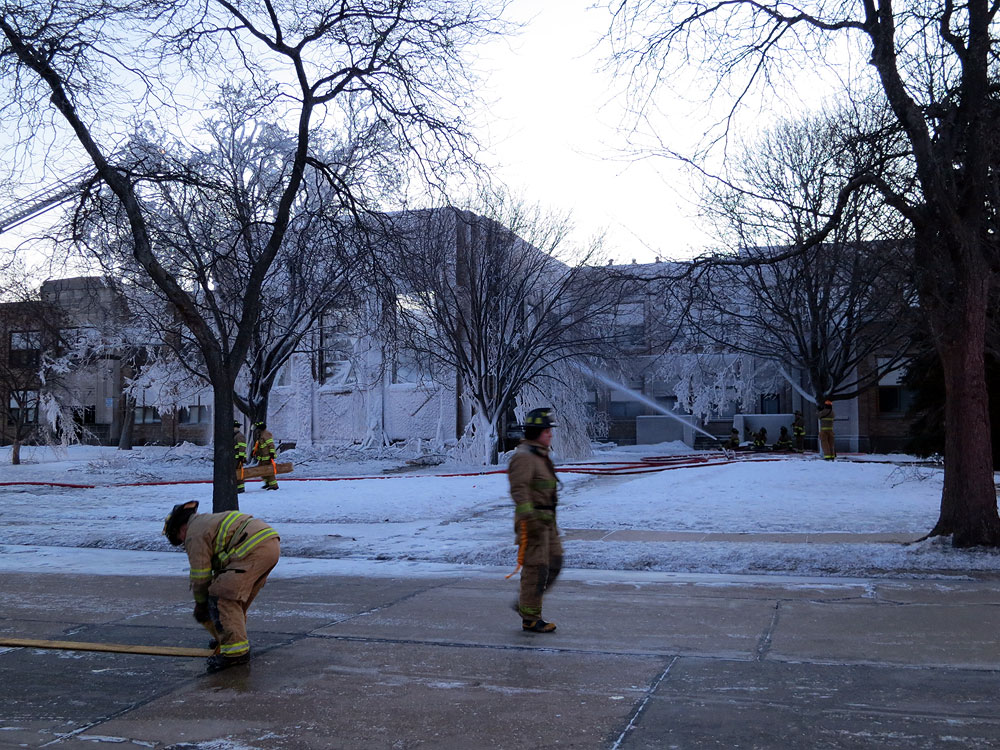 Racine Fire Dept. puts out fire at Mitchell Schooll