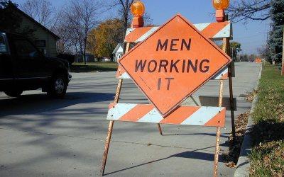 Orange traffic sign: Men working it