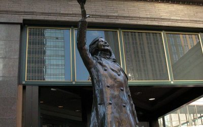 Mary Tyler Moore statue at Macy's, Minneapois